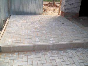 Укладка тротуарной плитки во дворе дом в Благовещенске